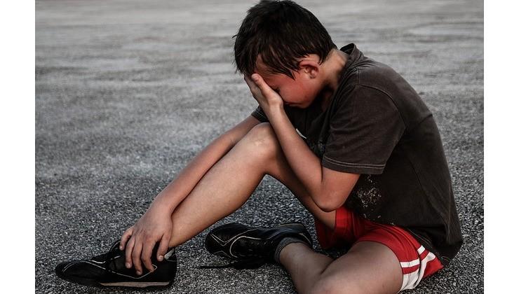 мальчик в состоянии стресса